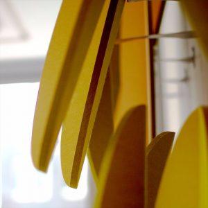 Ausschnitt von MOVIS Leaves, die aus schallabsorbierenden Materialien gefertigt die Raumakustik verbessern.